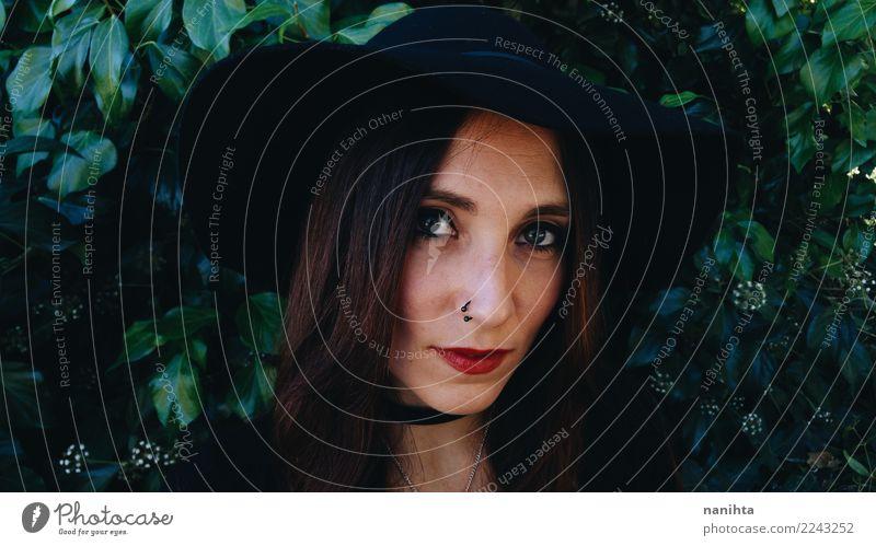 Junge geheimnisvolle und schöne Frau Lifestyle elegant Stil Haare & Frisuren Haut Gesicht Halloween Mensch feminin Junge Frau Jugendliche Erwachsene 1