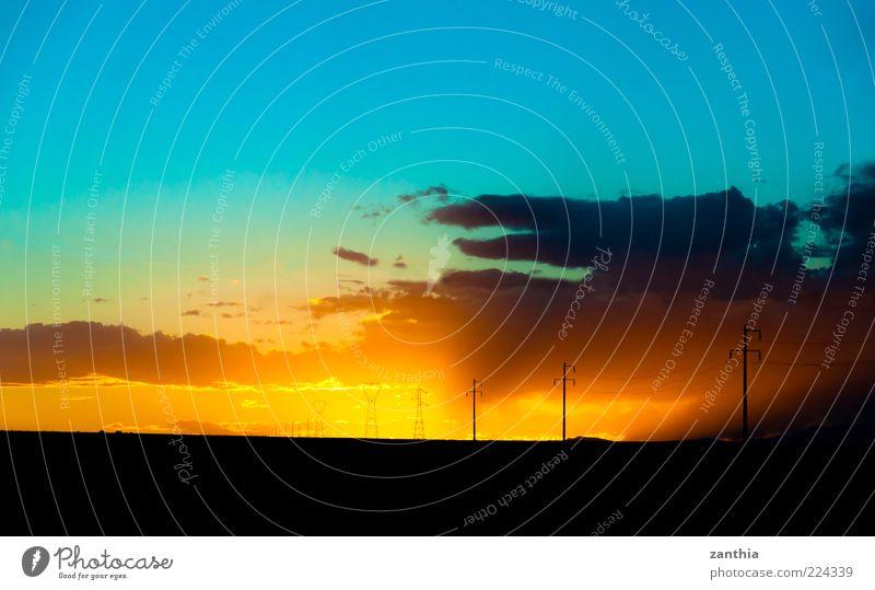 Sunset in the Desert Landschaft Himmel Wolken Horizont Sonnenaufgang Sonnenuntergang Sonnenlicht Herbst Wüste blau gelb gold schwarz einzigartig Ende Erholung