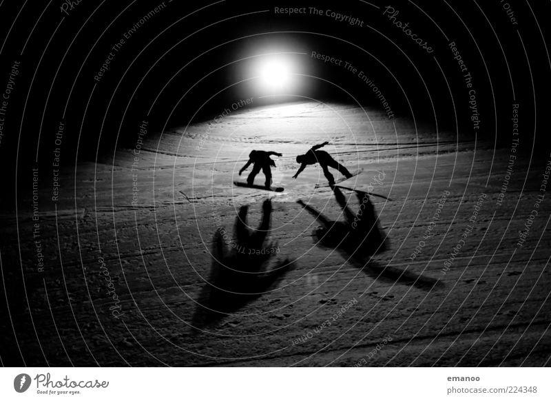 men in black Lifestyle Stil Freude Freizeit & Hobby Ferien & Urlaub & Reisen Freiheit Winter Schnee Winterurlaub Sport Wintersport Sportler Snowboard Skipiste