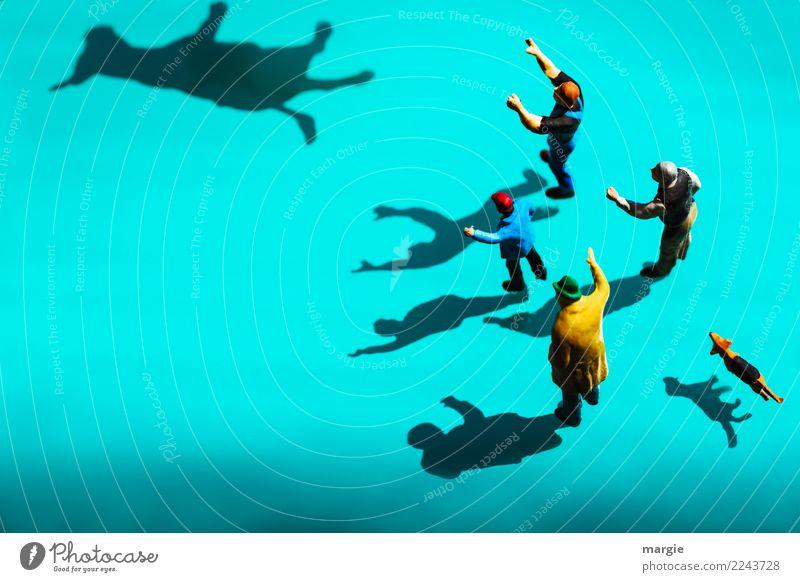 Miniwelten - ......hinterher! Mensch Hund Mann blau Tier Erwachsene maskulin Haustier türkis Kuh Nutztier