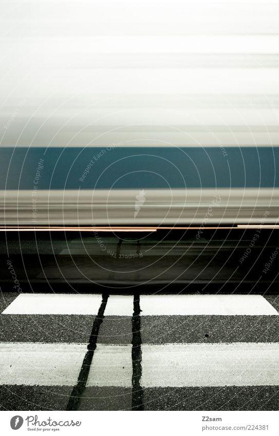 wusch!!!!!!!!!!!!! Verkehr Verkehrsmittel Verkehrswege Fußgänger Straße Zebrastreifen Lastwagen fahren dunkel ästhetisch Bewegung Energie Geschwindigkeit