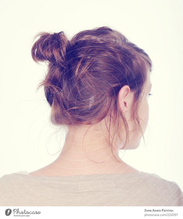 zopf. Lifestyle elegant Stil schön feminin Junge Frau Jugendliche Erwachsene Haut Haare & Frisuren 1 Mensch 18-30 Jahre brünett träumen dünn Freundlichkeit