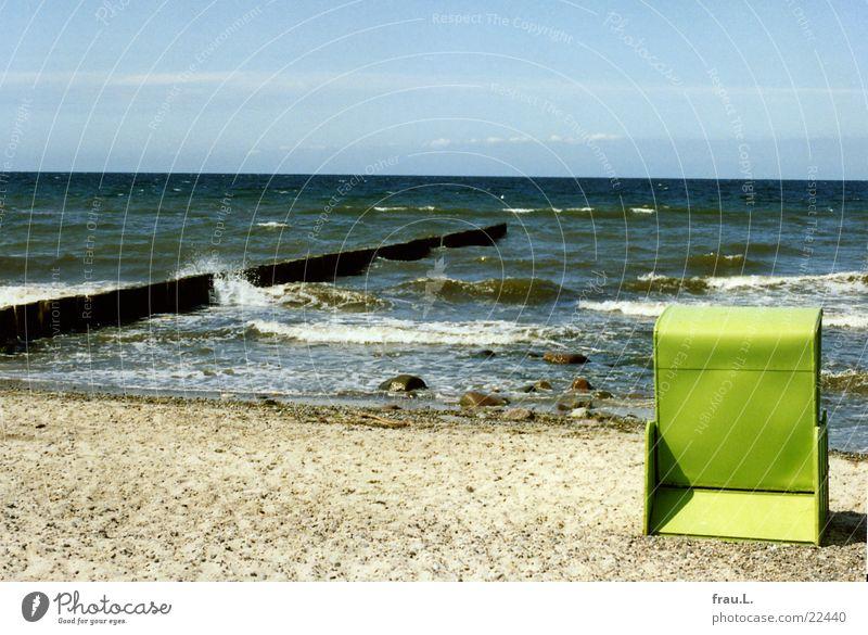 Strandkorb-Trabbi Armut Blech grün Meer Wellen Ferien & Urlaub & Reisen mehrfarbig Mecklenburg-Vorpommern Küste Leben überholt Einsamkeit standkorb Ostsee Sand