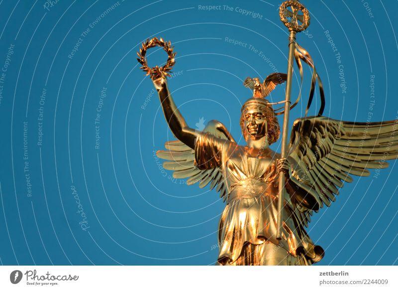 Siegessäule Himmel Himmel (Jenseits) Berlin Deutschland Verkehr Körper gold Gold Wahrzeichen Hauptstadt Denkmal Wolkenloser Himmel Engel Statue Figur