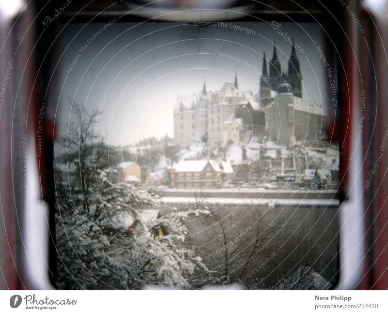 lichtschacht again Tourismus Fotokamera Umwelt Wasser Winter Klima Wetter Schnee Baum Sträucher Meissen Kleinstadt Altstadt Haus Dom Burg oder Schloss