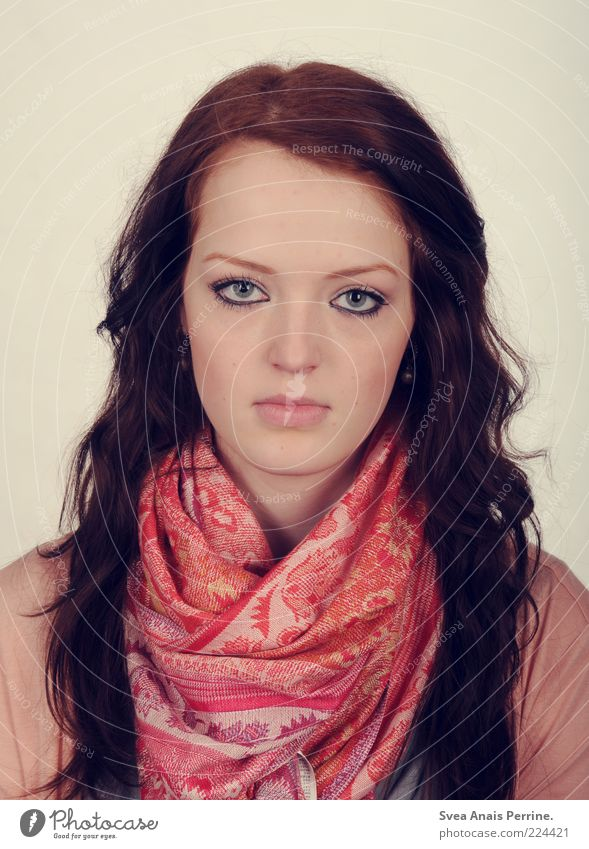 passbild. Mensch Jugendliche schön Gesicht feminin kalt Haare & Frisuren Mode rosa Haut Junge Frau Locken langhaarig Schal bewegungslos rothaarig