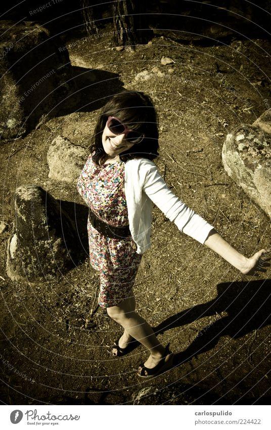 elegant schön feminin Junge Frau Jugendliche 1 Mensch 18-30 Jahre Erwachsene Natur Landschaft Pflanze Mode Feld retro Model Erde Farbfoto Außenaufnahme Tag