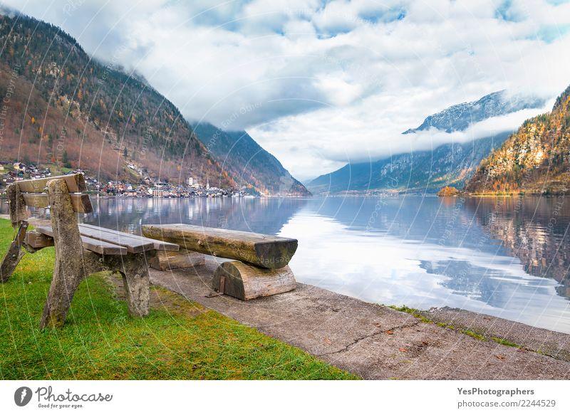 Rustikale Bänke am Seeufer ruhig Ferien & Urlaub & Reisen Tourismus Berge u. Gebirge Kultur Natur Alpen Kleinstadt Altstadt Optimismus friedlich Gelassenheit