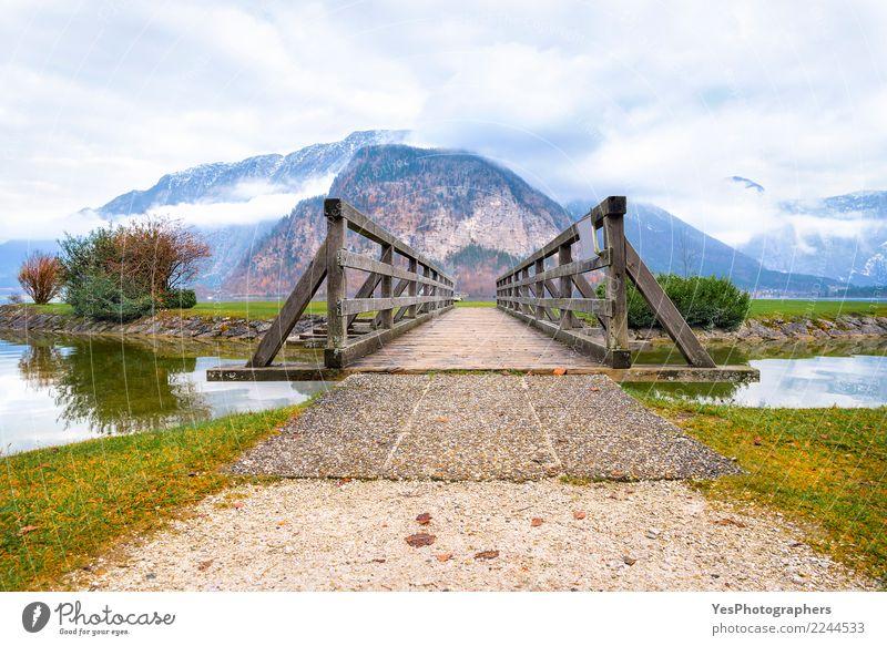 Holzbrücke, die zu Berge führt Natur Ferien & Urlaub & Reisen ruhig Berge u. Gebirge Tourismus Freiheit See Freizeit & Hobby nachdenklich Erfolg Europa