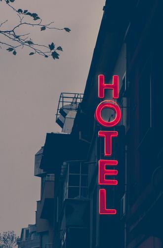 Kleines, günstiges Hotel Ferien & Urlaub & Reisen Farbe Gebäude klein Tourismus Fassade Wort Text Entwurf Antiquität Unterkunft