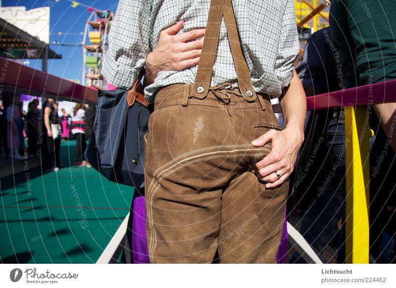 Oktoberfest! Erholung Liebe Herbst Glück Mode Paar braun Feste & Feiern Zusammensein Ausflug festhalten Vertrauen München Hose Veranstaltung Jahrmarkt