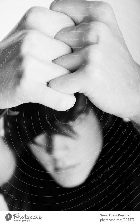tu es. Mensch Jugendliche Hand schön Erwachsene kalt Gefühle Stimmung Zusammensein Angst hoch maskulin einzigartig 18-30 Jahre Stress