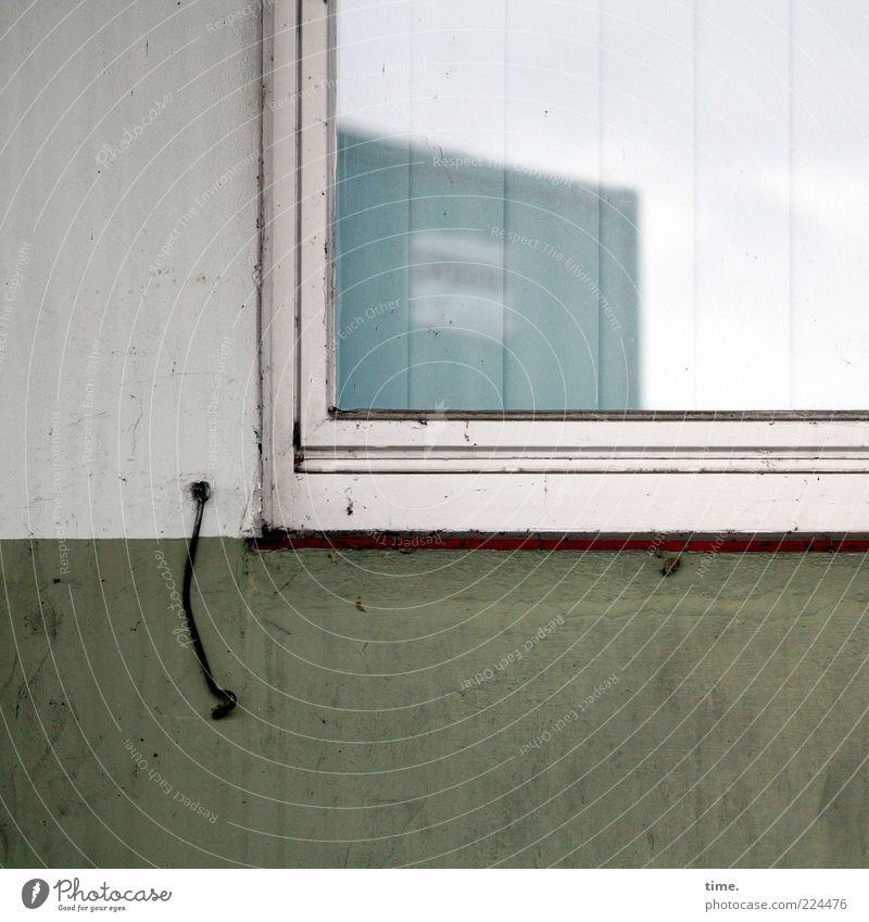 HH10.2 | Dr. Hook & The Container Show Himmel weiß grün Wand Fenster Mauer dreckig schäbig hängen Fensterscheibe Lack Haken Lamellenjalousie Silhouette pendeln