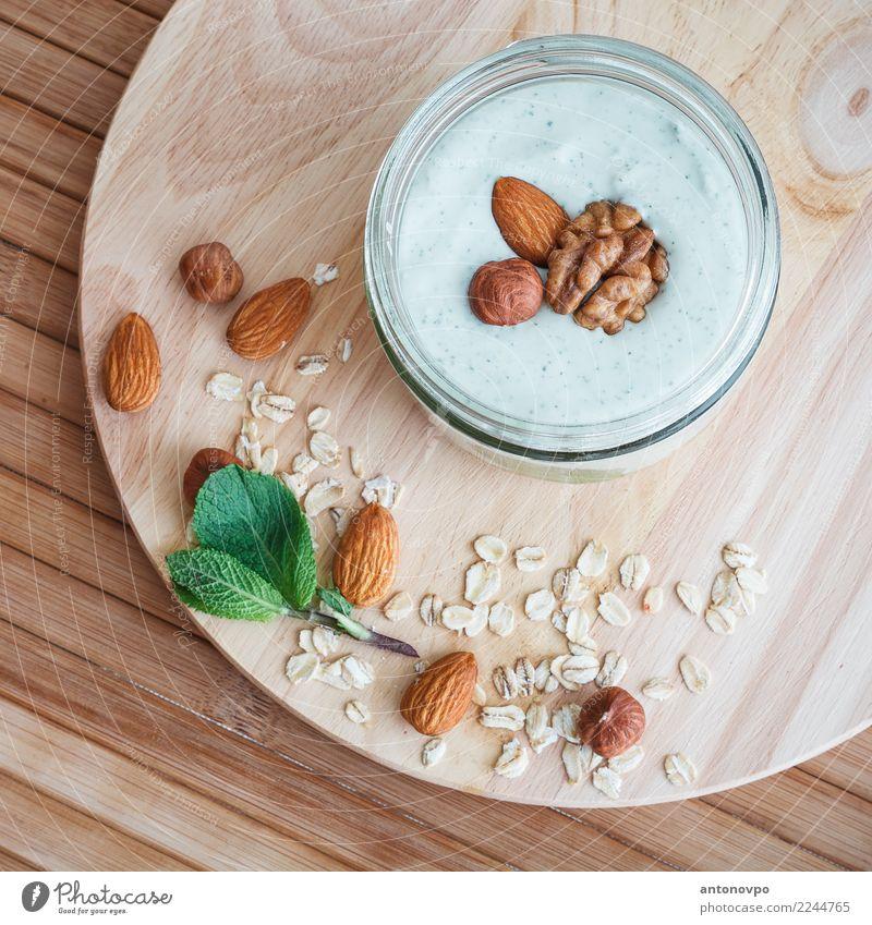 Minze Quark Smoothie mit Müsli Lebensmittel Joghurt Frucht Dessert Essen Frühstück Bioprodukte Diät Geschirr braun grün gebastelt Mahlzeit natürlich Nuss