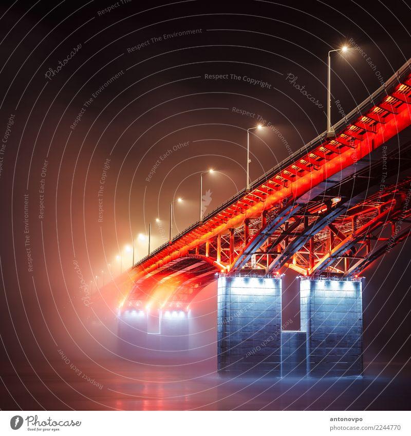 4. Brücke Krasnojarsk Stadt blau rot schwarz Architektur Gebäude Stadtleben Nebel Farbfoto Menschenleer Nacht Licht