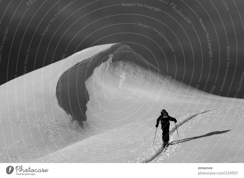 to the top Mensch Mann Ferien & Urlaub & Reisen Winter Wolken Erwachsene Schnee Sport Landschaft Freiheit Berge u. Gebirge Stil Eis Freizeit & Hobby Kraft gehen