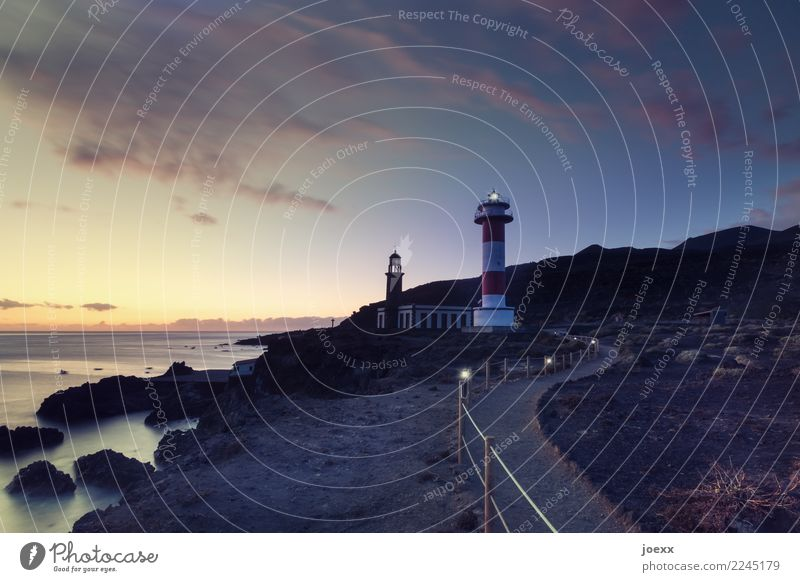 Faro de Fuencaliente Himmel alt weiß rot Einsamkeit schwarz Wege & Pfade braun orange leuchten Horizont Idylle Schönes Wetter hoch Schutz Sicherheit