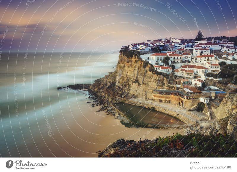 Praia das Azenhas do Mar Landschaft Himmel Wolken Schönes Wetter Felsen Wellen Küste Strand Meer Steilufer Portugal Dorf Haus außergewöhnlich maritim schön