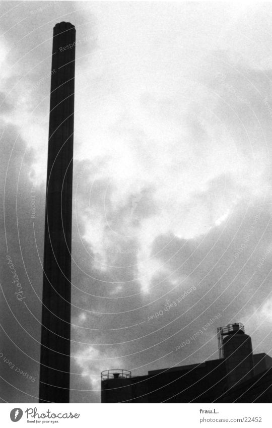 Brauerei alt Wolken Architektur Regen Arbeit & Erwerbstätigkeit geschlossen kaputt Industriefotografie Fabrik Bier historisch Vergangenheit Alkohol Schornstein vergangen Demontage