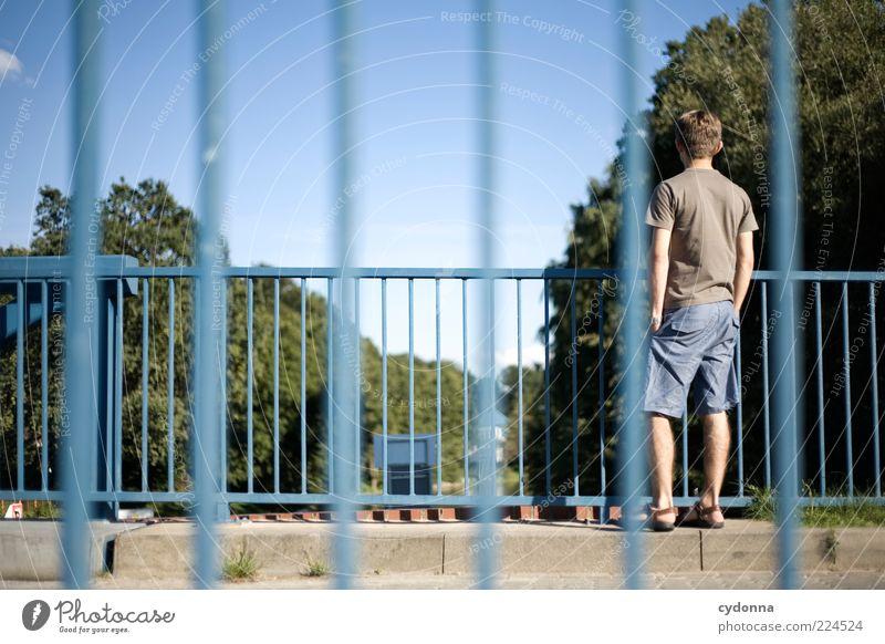 | | | | |i | Mensch Himmel ruhig Leben Umwelt Wege & Pfade Stil Brücke Pause beobachten Gelassenheit Langeweile Brückengeländer Fernweh lässig Mann