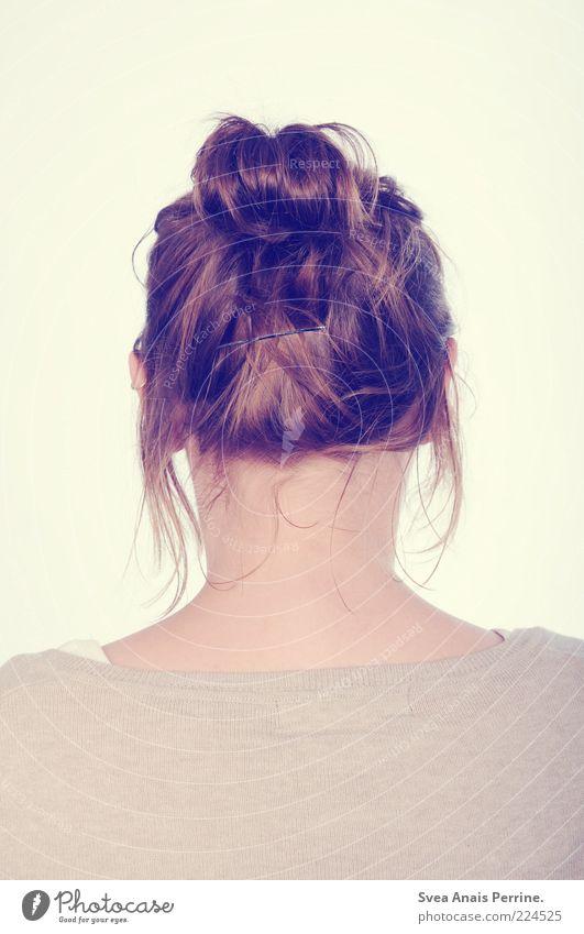 Vivien Mensch Frau Jugendliche schön Erwachsene feminin Kopf Haare & Frisuren Stil Rücken Lifestyle einzigartig Junge Frau rein dünn Hemd