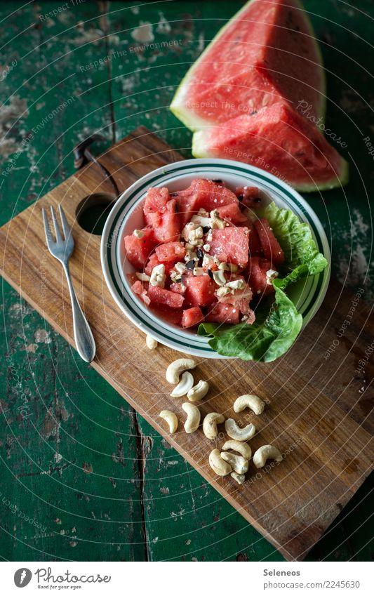 Sommersalat Lebensmittel Salat Salatbeilage Frucht Wassermelone Cashews Kerne Nuss Salatblatt Ernährung Mittagessen Abendessen Picknick Bioprodukte