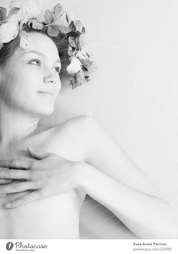 mara. Mensch Jugendliche schön Blume Freude Erwachsene feminin Erotik nackt Glück Stil hell Körper elegant liegen ästhetisch