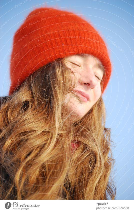 Wintermädchen Mensch Jugendliche schön blau rot Winter Gesicht Erholung feminin Kopf Haare & Frisuren träumen braun frisch Fröhlichkeit