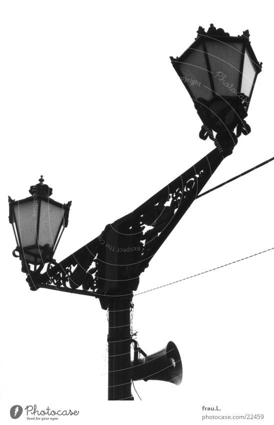 Propaganda-Lampe alt Medien historisch Vergangenheit obskur Lautsprecher DDR Marktplatz Wiedervereinigung Mecklenburg-Vorpommern Provinz Jugendstil Wismar