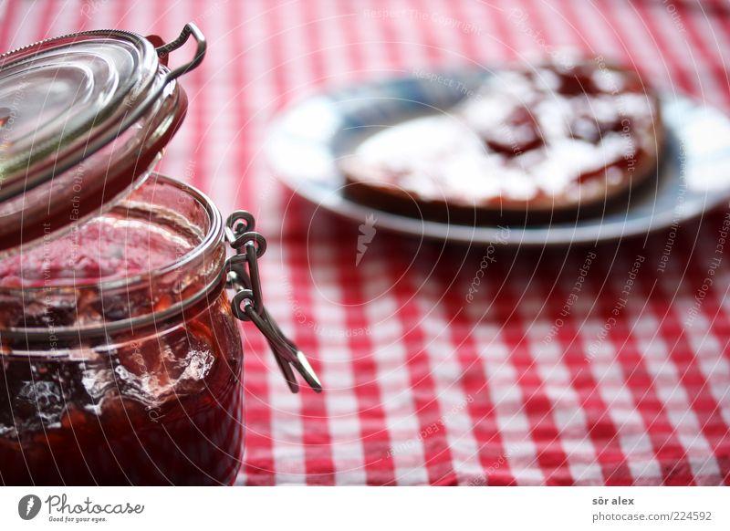 Erdbeermarmeladenbrot weiß rot Lebensmittel glänzend frisch Ernährung süß Appetit & Hunger Frühstück lecker Brot Teller Tischwäsche Vegetarische Ernährung Vesper Snack