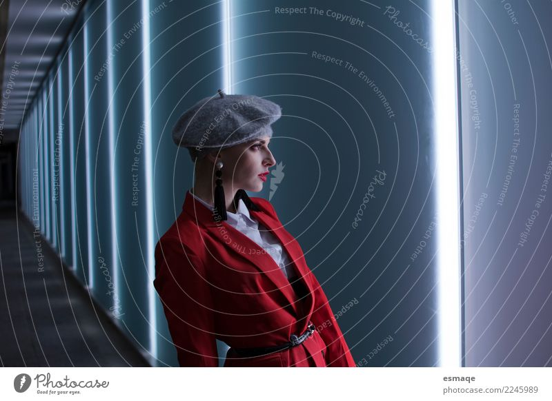Portrait Mode Frau Jugendliche Weihnachten & Advent Junge Frau schön rot Lifestyle feminin Stil Design Arbeit & Erwerbstätigkeit modern elegant einzigartig