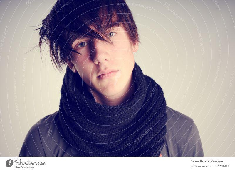 Herr Charmant Stil maskulin 1 Mensch Mode Schal Haare & Frisuren brünett Coolness selbstbewußt Hochmut Farbfoto Gedeckte Farben Studioaufnahme