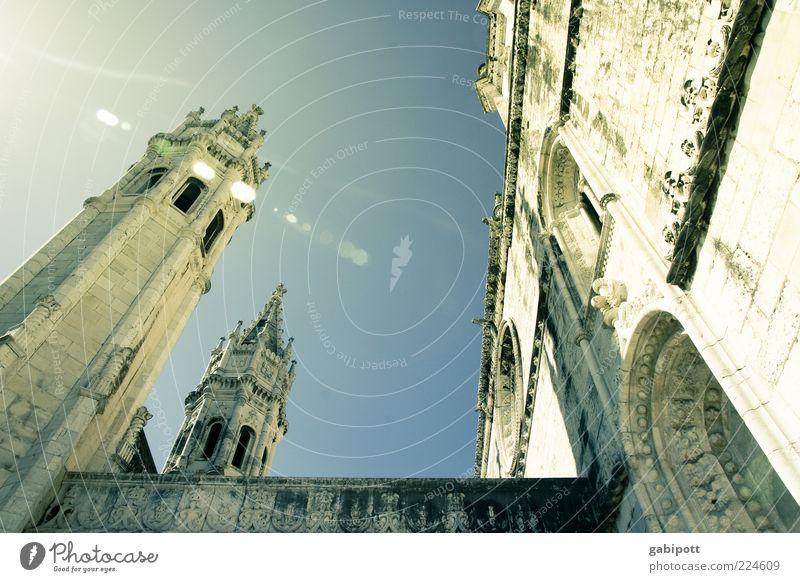 Happy New Year Wand Architektur Mauer Gebäude Religion & Glaube Fassade Kirche Turm Bauwerk Vergangenheit historisch Dom Sehenswürdigkeit Lissabon Blendenfleck