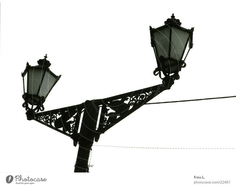 verdrahtet alt Lampe Kabel Dinge historisch Vergangenheit Ostsee Straßenbeleuchtung DDR Drache Marktplatz Wiedervereinigung Mecklenburg-Vorpommern Jugendstil