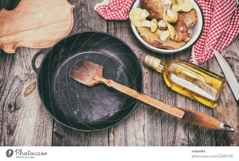 frische essbare wilde Pilze weiß rot Speise natürlich Holz grau braun oben Ernährung Tisch Küche Gemüse Jahreszeiten Ernte