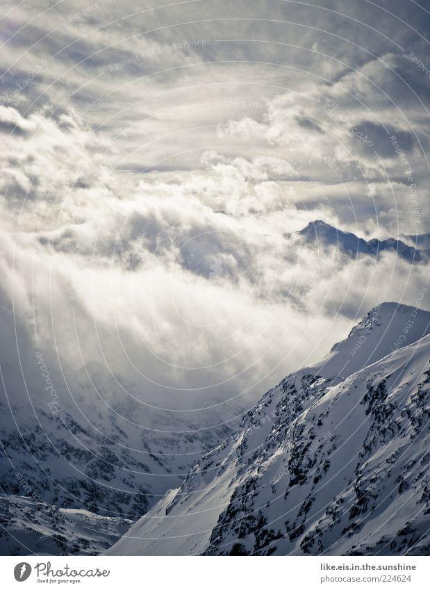 Winterwonderland Natur weiß blau Wolken ruhig Winter Einsamkeit Ferne kalt Schnee Freiheit Berge u. Gebirge Landschaft Eis Nebel Felsen