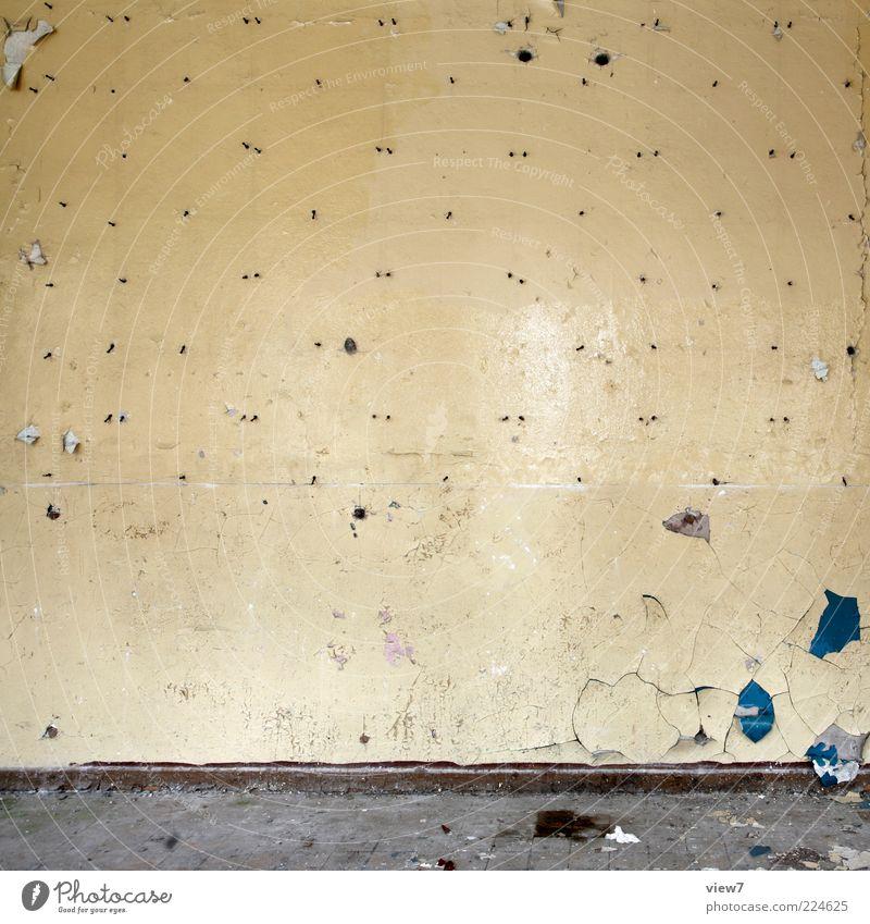 wo ich hin muss; muss ich schon sein. Tapete Gebäude Mauer Wand alt einfach gelb Ende Verfall Vergänglichkeit Wandel & Veränderung Farbfoto Gedeckte Farben
