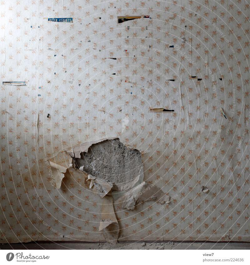 Motiv der Unruhe Tapete alt authentisch einfach Verfall Vergangenheit Vergänglichkeit Loch Tapetenwechsel Spuren Farbfoto Innenaufnahme Nahaufnahme