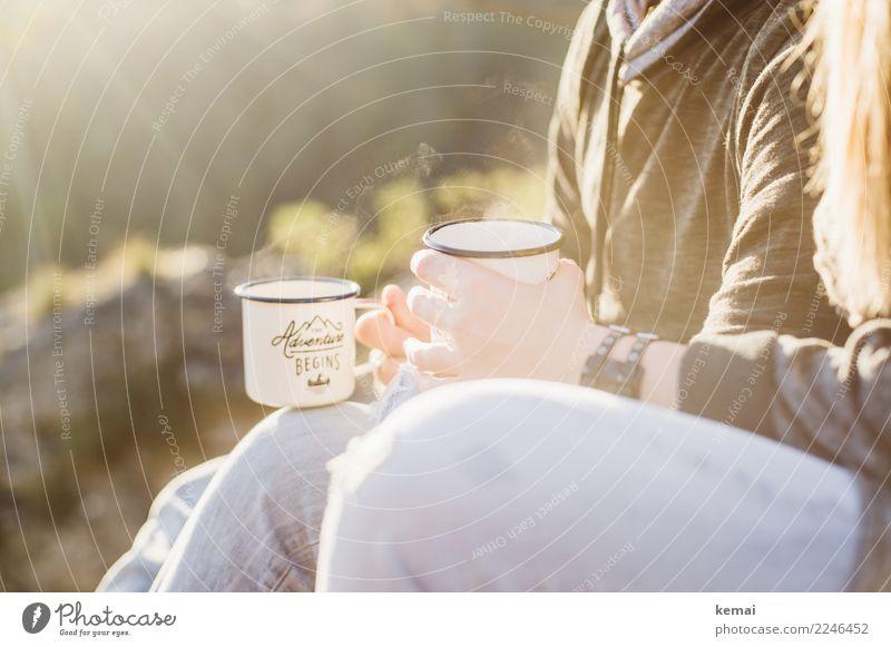 Draußen Tee trinken Getränk Becher Lifestyle Wohlgefühl Zufriedenheit Sinnesorgane Erholung ruhig Freizeit & Hobby Ferien & Urlaub & Reisen Ausflug Abenteuer