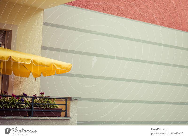 weit weg Ferien & Urlaub & Reisen Pflanze Stadt Haus Bauwerk Gebäude Architektur Mauer Wand Fassade Balkon Beton Linie Erholung gelb rot weiß Sonnenschirm