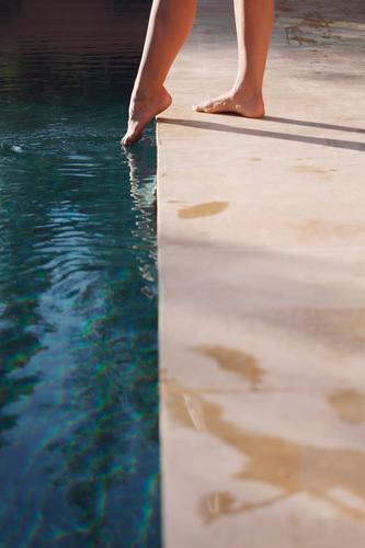 #A# Day At The Pool Frau Architektur Kunst Fuß ästhetisch Hinweisschild berühren entdecken Schwimmbad Barfuß Vorsicht Wasseroberfläche Zehen Versuch zögern