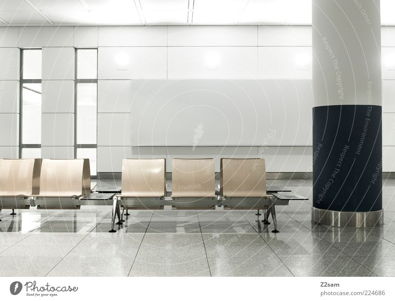 sitzplatzerl Einsamkeit Fenster kalt Architektur Gebäude hell Raum elegant Design modern ästhetisch Stuhl Bank Sauberkeit einfach rein