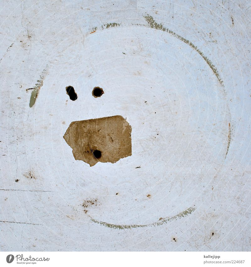 pac man Wand dreckig Kreis verfallen Zeichen Loch Putz Phantasie Textfreiraum staunen Smiley Licht Aktion Bohrloch