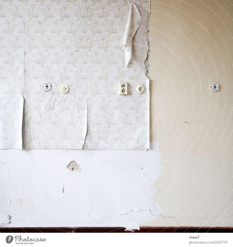 abgerockt Wohnung Renovieren Umzug (Wohnungswechsel) Tapete Raum alt authentisch einfach Verfall Vergänglichkeit Zerstörung Steckdose Farbfoto Gedeckte Farben