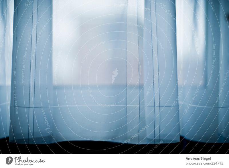 Ein Hauch weiß blau kalt dunkel Fenster Stil hell Linie Raum Wohnung frisch ästhetisch trist Streifen authentisch einfach