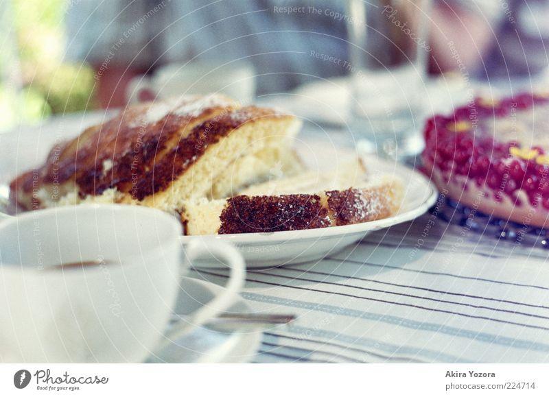[70] Bei Kaffee und Kuchen blau grün weiß rot gelb braun Zusammensein Frucht Zufriedenheit Glas Ernährung genießen Lebensfreude Kochen & Garen & Backen süß