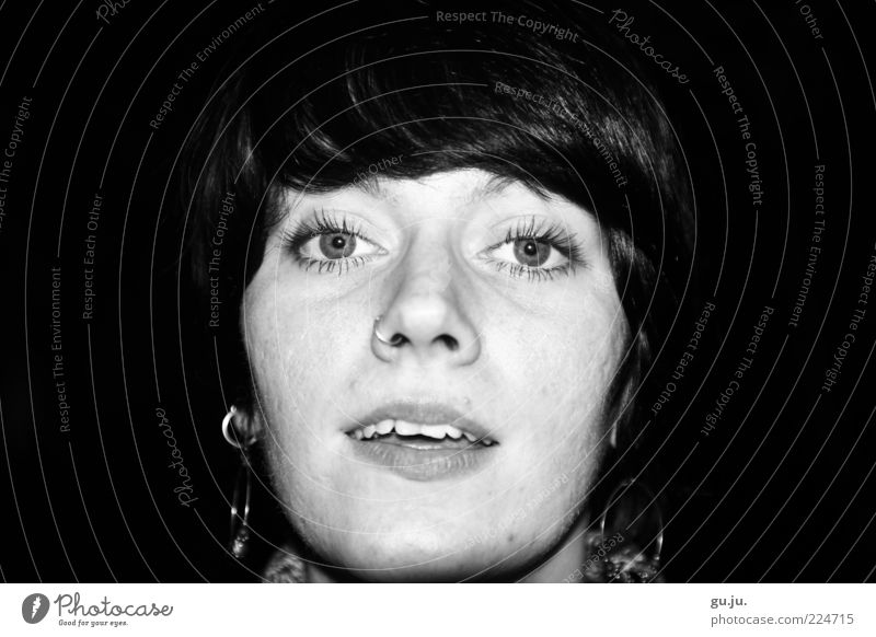 Sinn & Sinnlichkeit Frau Mensch Jugendliche weiß schön Gesicht schwarz Auge feminin sprechen Kopf Haare & Frisuren Erwachsene Mund Nase authentisch