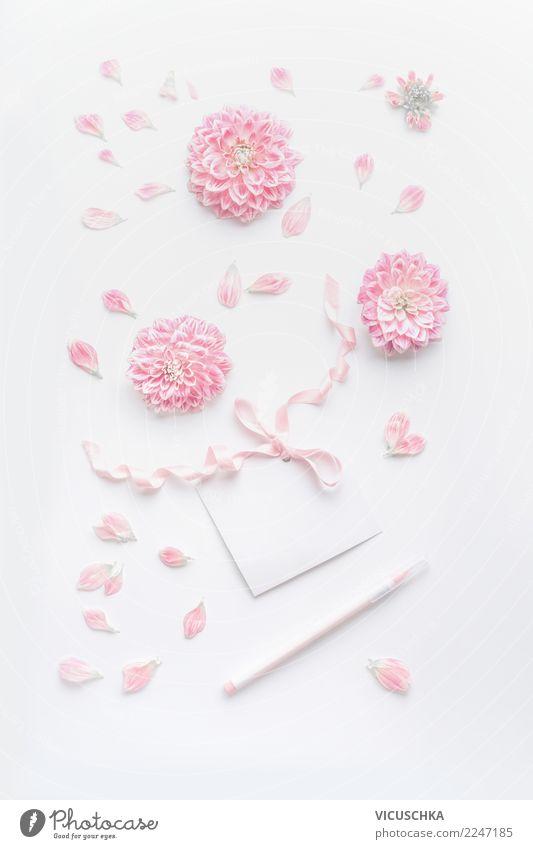 Pastel rosa Stilleben mit Blumen und Grusskarte elegant Design Schreibtisch Party Veranstaltung Feste & Feiern Valentinstag Muttertag Hochzeit Geburtstag Rose