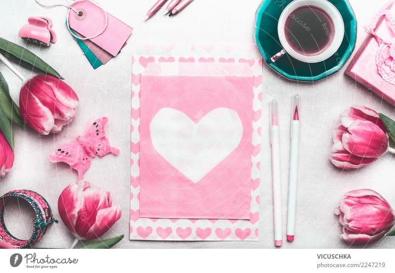 Tisch mit Tulpen,Kaffee und Grußkarte mit Herz weiß Blume Freude Hintergrundbild Liebe Frühling Gefühle Stil Feste & Feiern rosa Design Dekoration & Verzierung