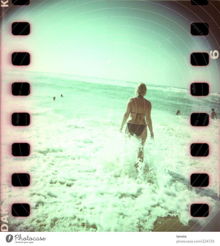 Warten auf den Sommer Ferien & Urlaub & Reisen Tourismus Ferne Freiheit Sommerurlaub Strand Meer Wellen feminin Wolkenloser Himmel Schönes Wetter Küste